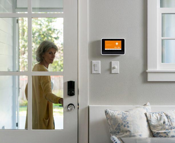 Vivint smart hub showing doorbell camera active