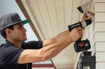 Vivint Smart Home Pro installing outdoor camera