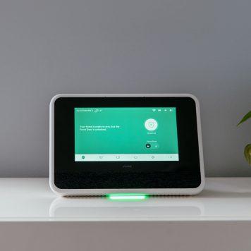 vivint smart home hub panel