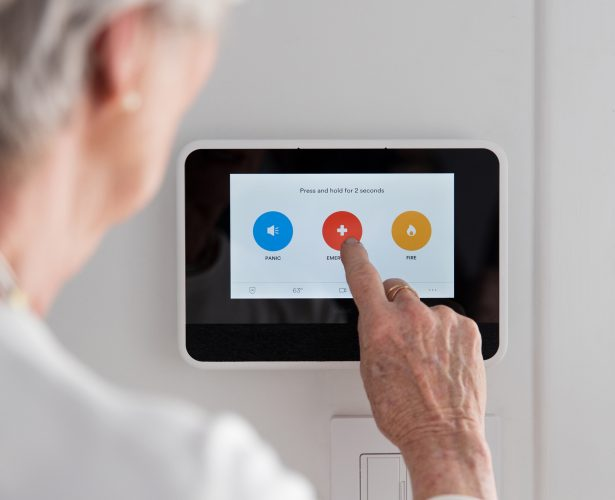 user calling emergency services with vivant smart hub