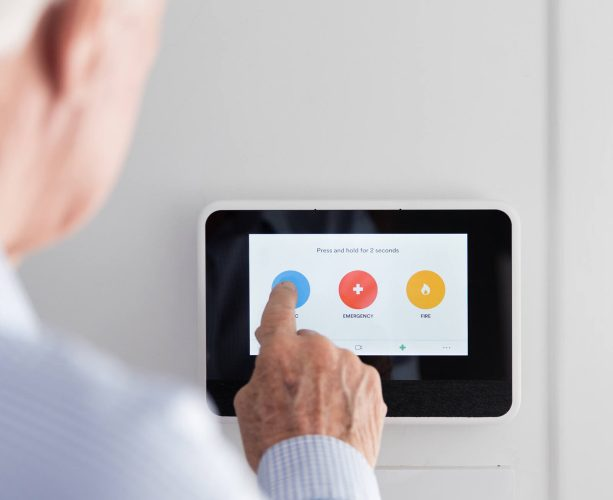 customer using vivint smart hub panel